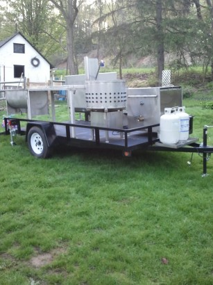 Mobile poultry processing unit